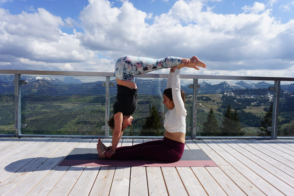 LIVIN YOGA Akro Yoga